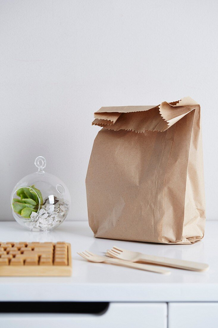 A lunch bag on a desk