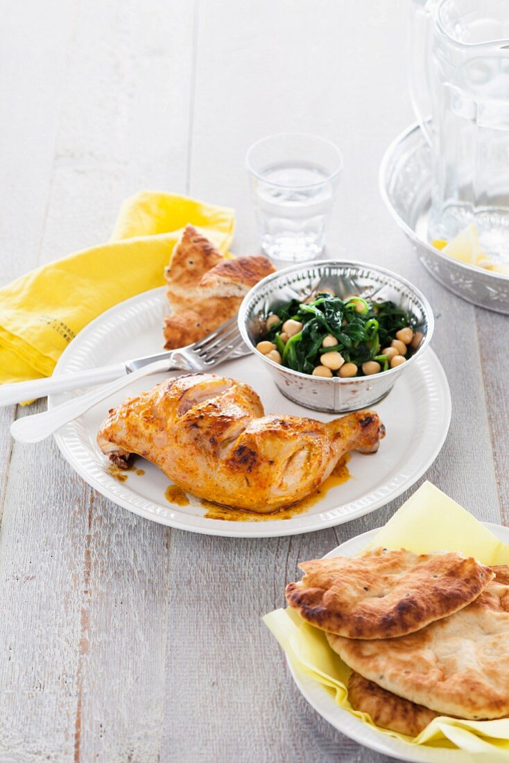Yoghurt chicken with spinach and chickpeas (India)