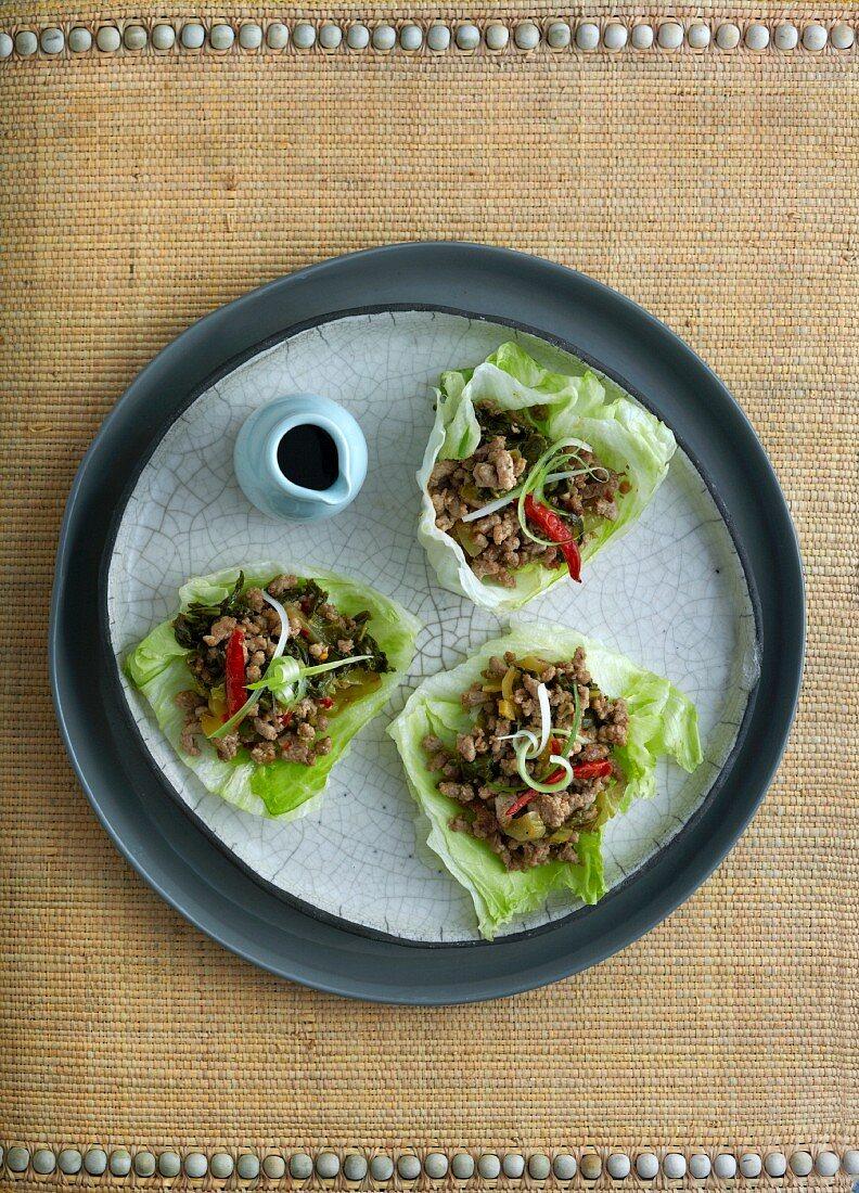 Minced pork served on lettuce leaves (China)