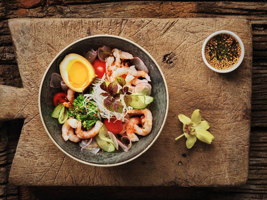 Thai salad with prawns, egg and broccoli