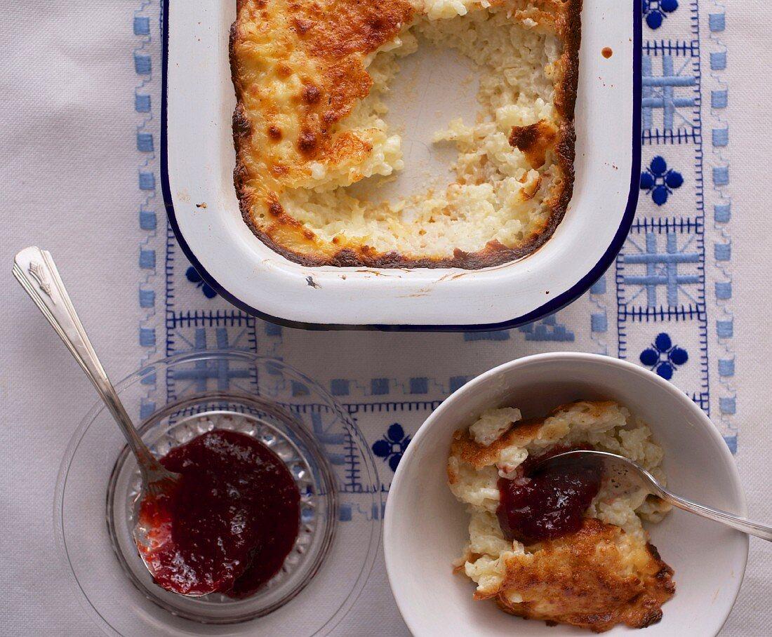 Reispudding mit Clotted Cream und hausgemachter Marmelade