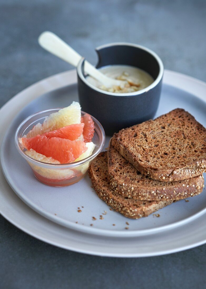 Breakfast with toast, cashewnut butter and grapefruit