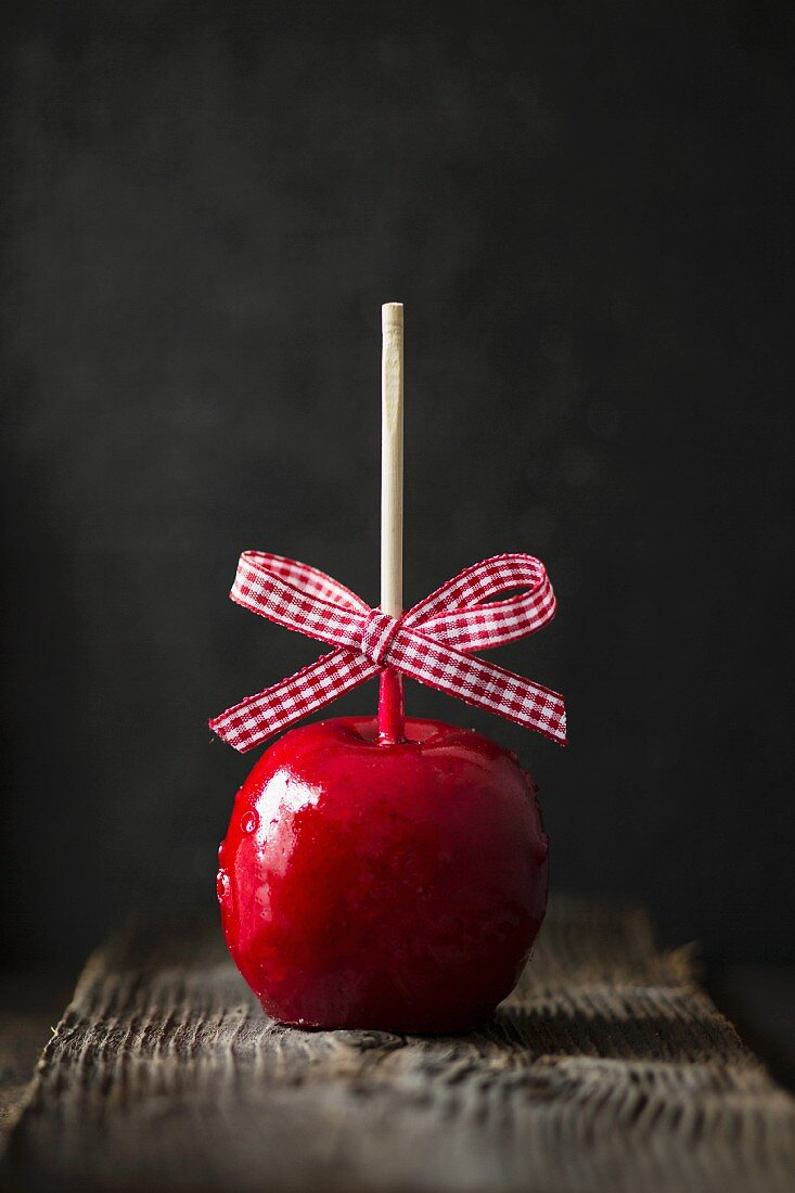 A toffee apple with a checked bow