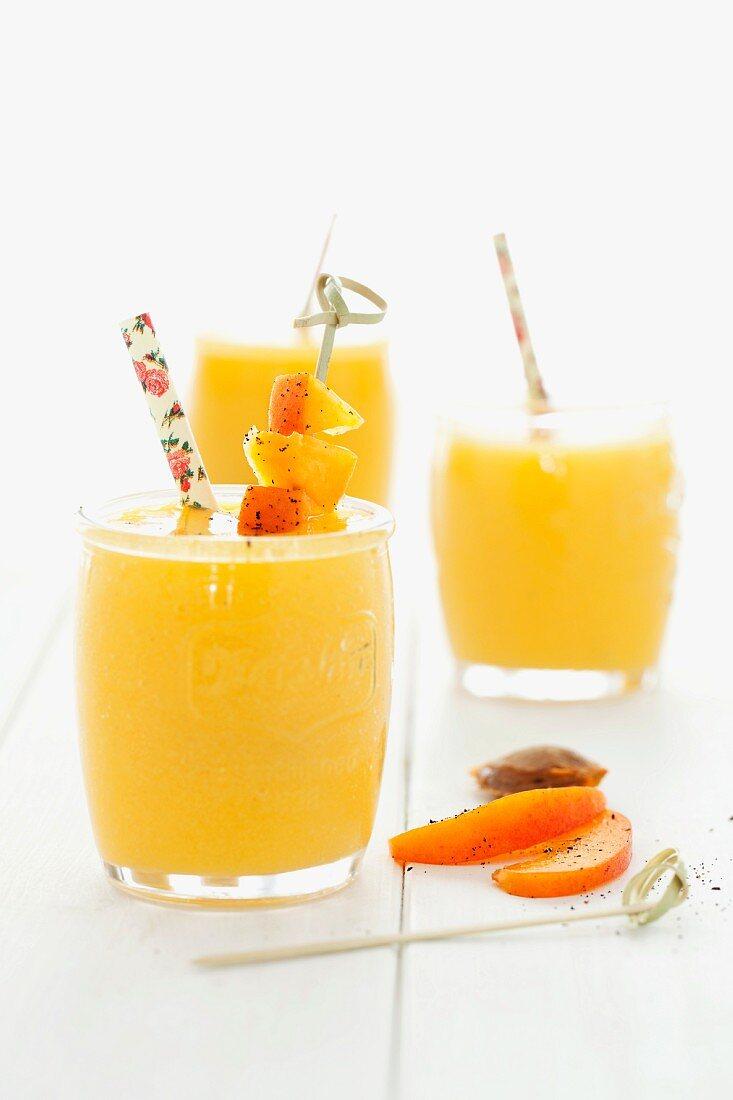Aprikose-Mango-Smoothies