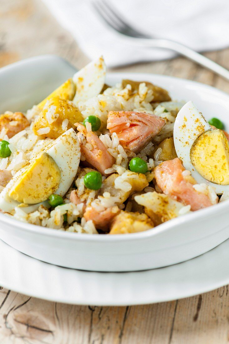 Kedgeree with salmon and boiled eggs (Great Britain)