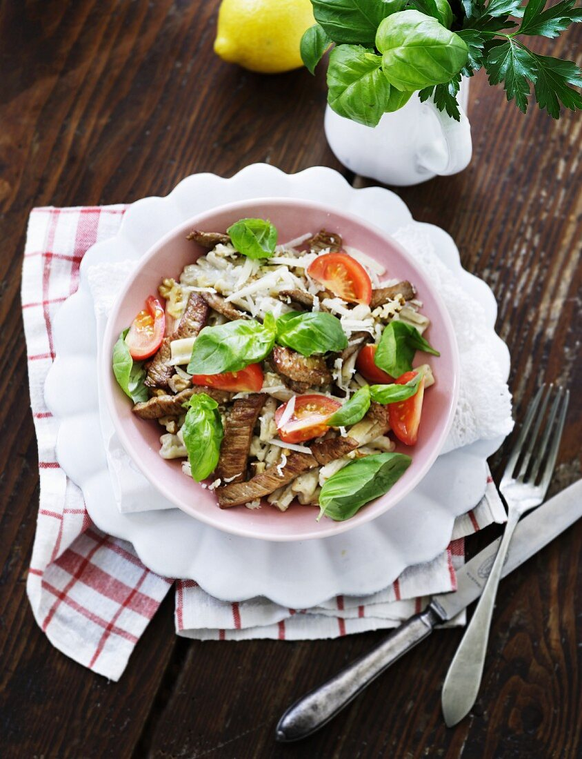 Pasta salad with beef, basil and tomatoes