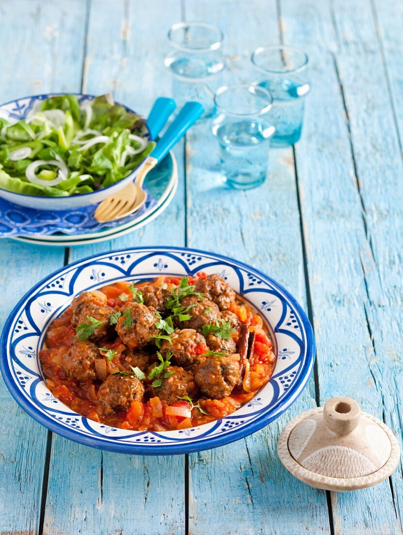 Tagine with meatballs and tomatoes