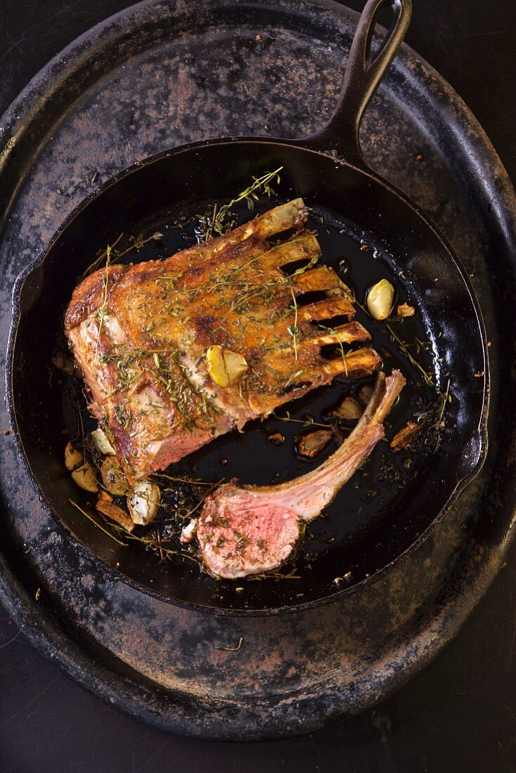 Lamb chops with garlic and thyme in a cast iron pan