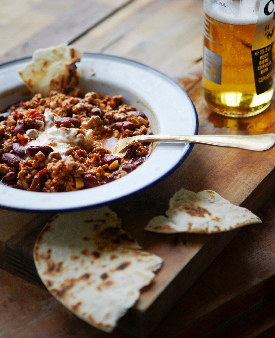 Vegetarian chilli with quorn, beans, tortilla and crème fraîche