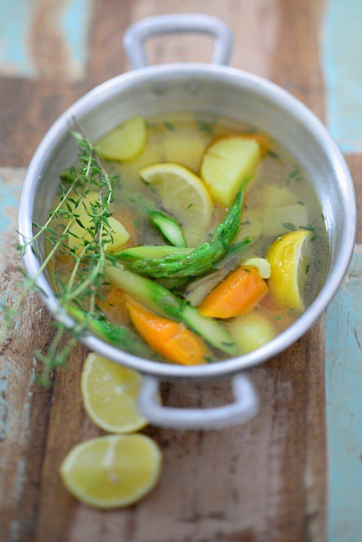 Gemüsetopf mit Zitrone und Thymian