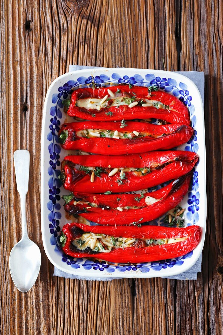 Stuff pointed peppers with mozzarella, dried tomatoes and pine nuts