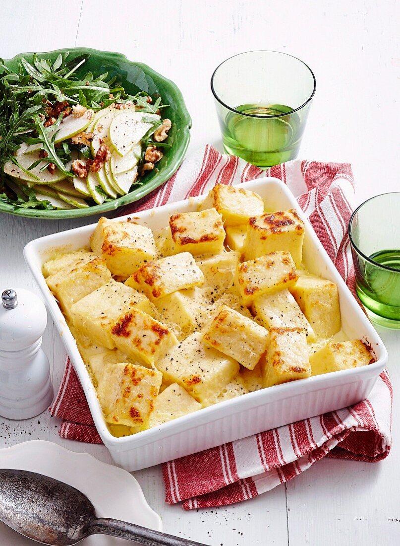 Baked semolina with rocket salad