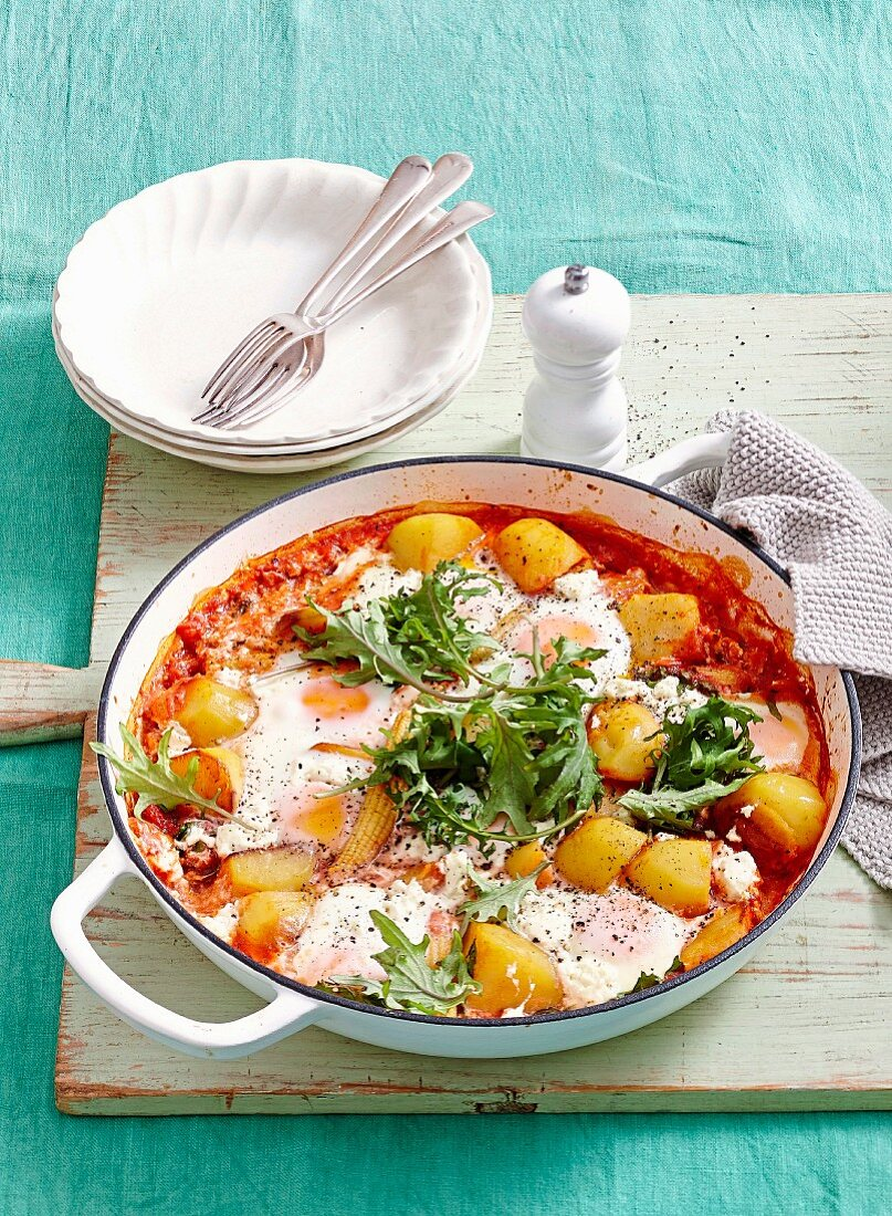 One-pot wonders - Spicy potatoes with baked eggs