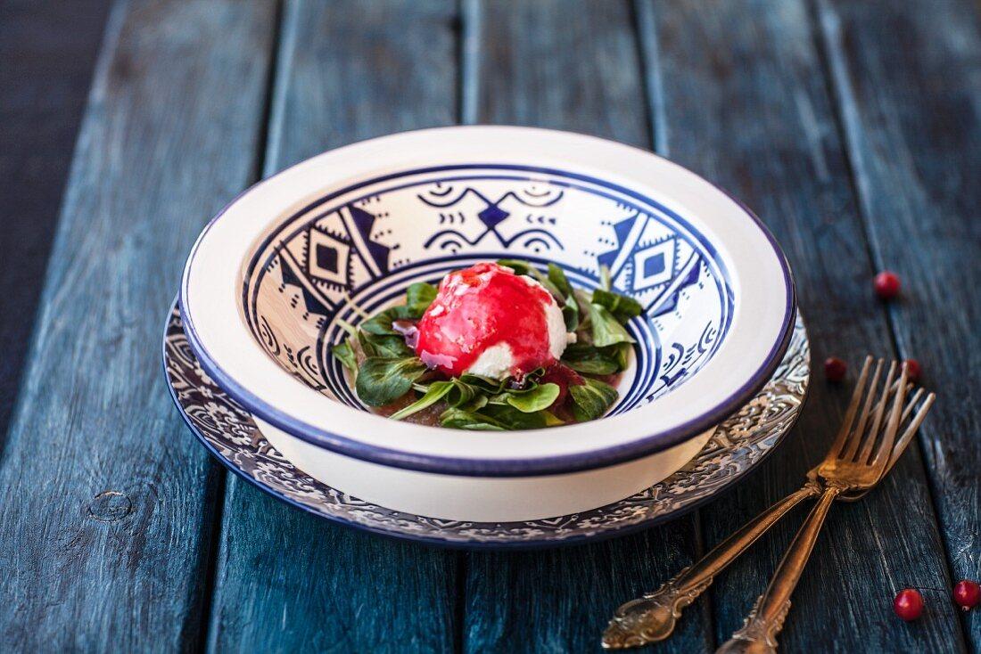 Spinatsalat mit Ricotta und Fruchtsauce