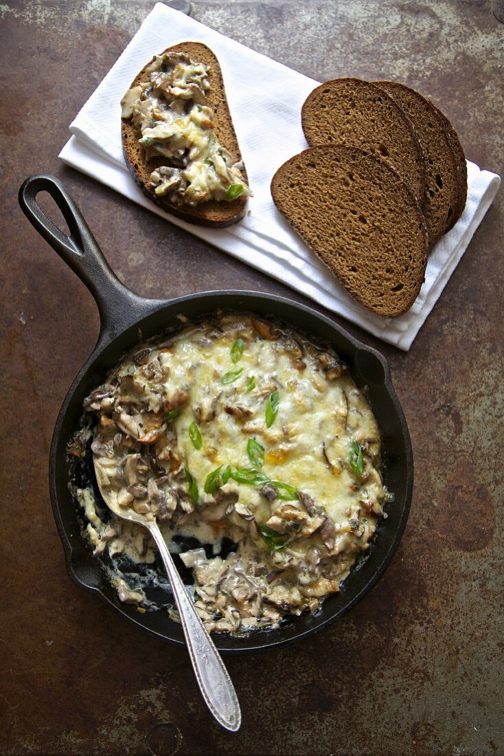 Mushrooms with sour cream and cheese (Russia)