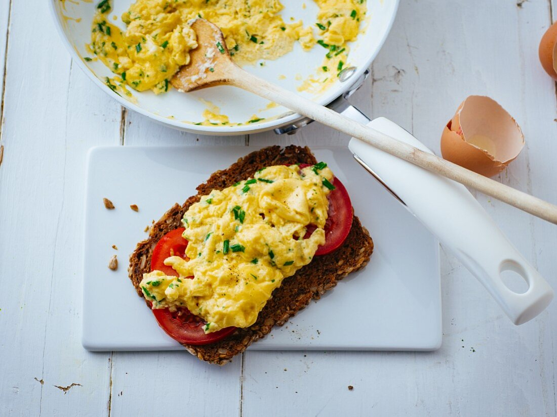 Wholemeal bread with herb scrambled egg