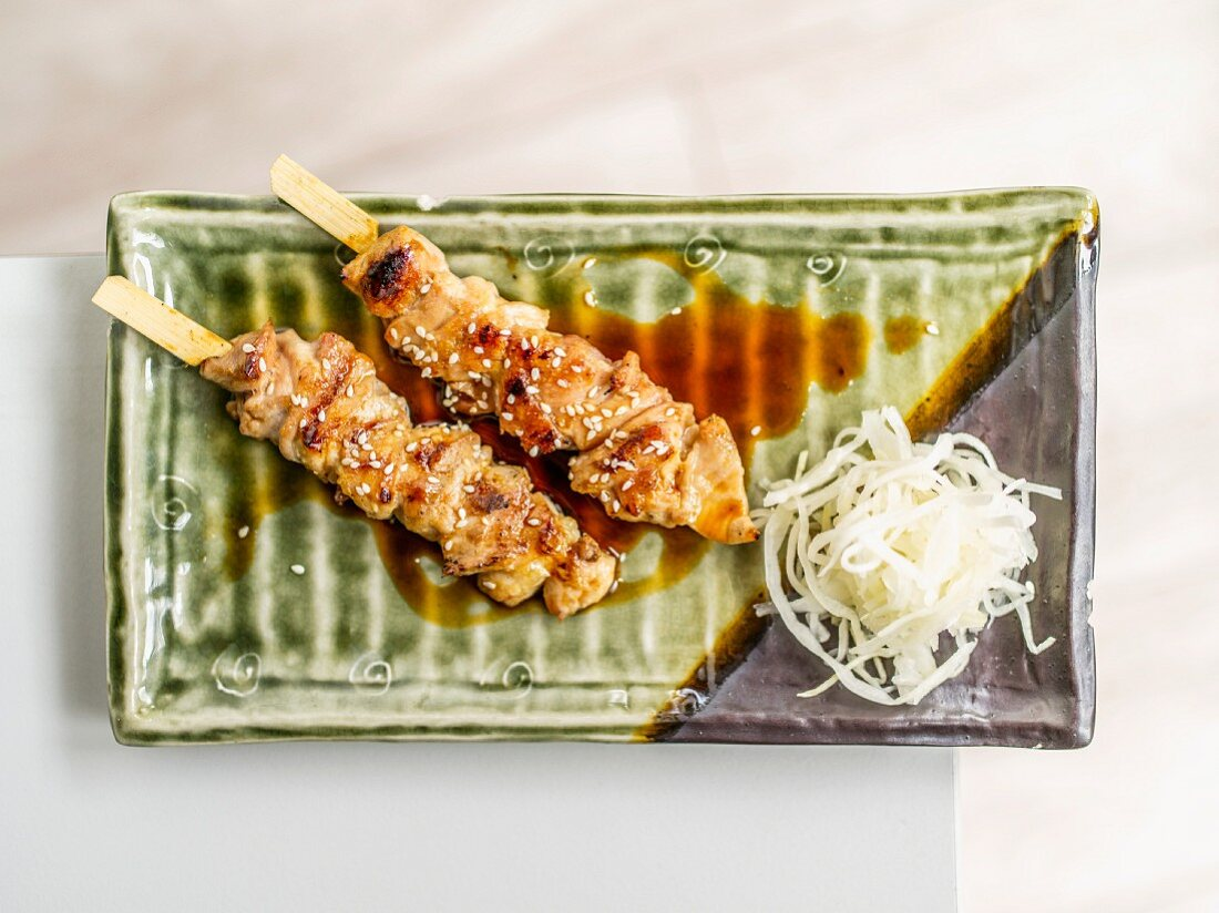 Grillspiesse mit Sesam und Rettichsalat (Japan)