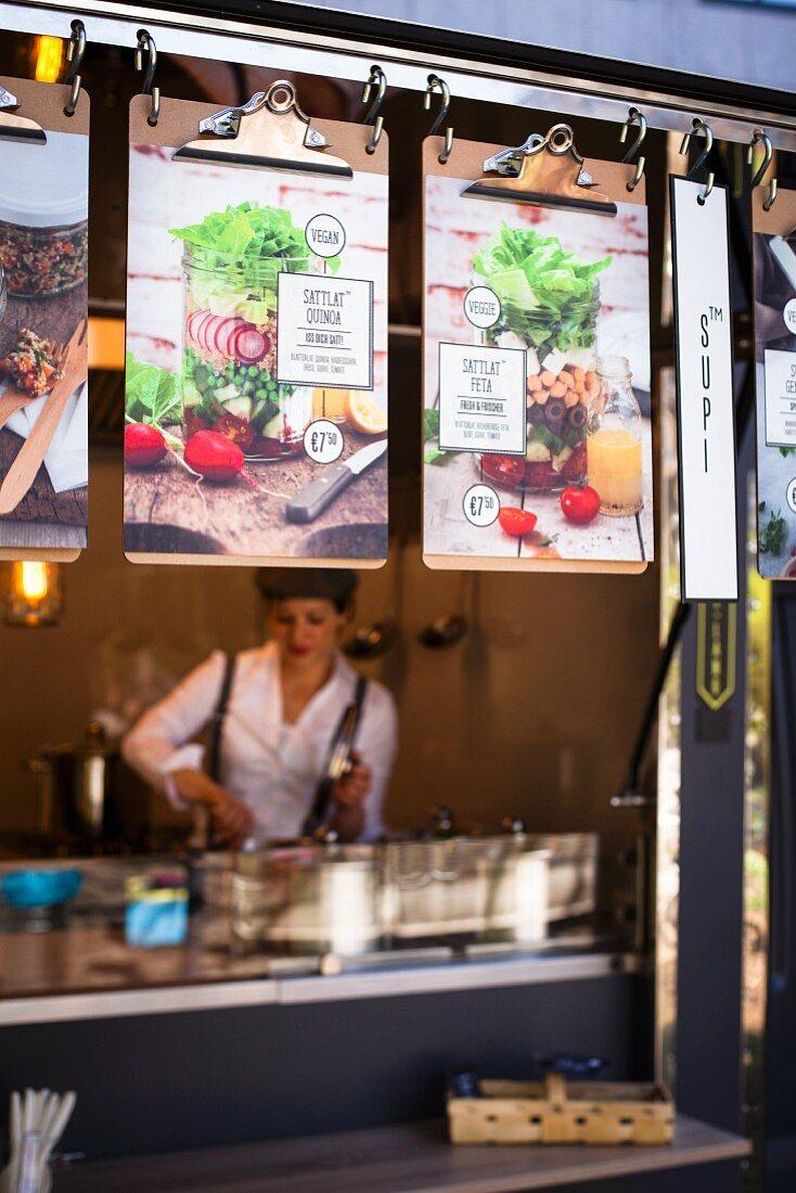 Food Truck mit Speisekarten