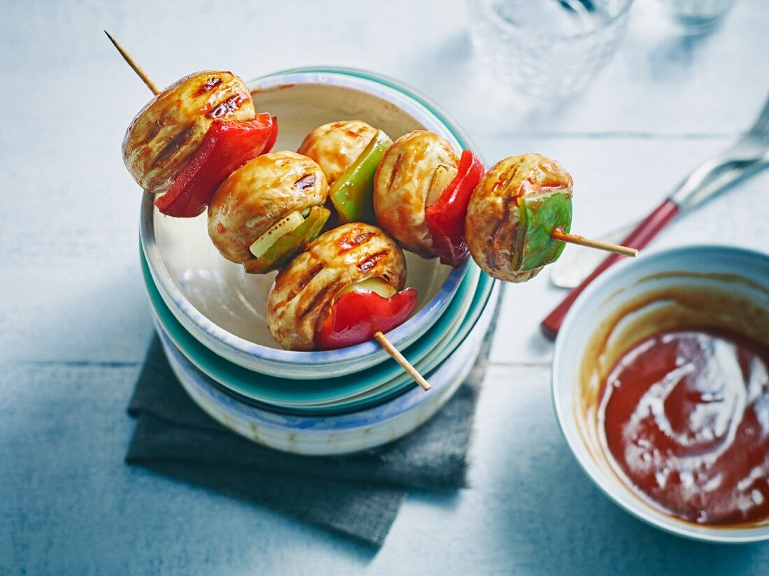 Grilled mushroom and pepper skewers with cheese