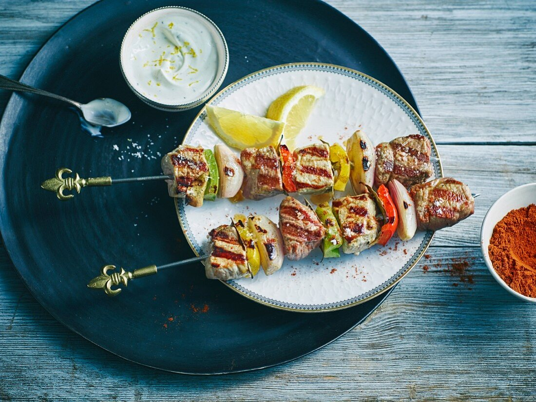 Moorish skewers with lamb, pork and peppers