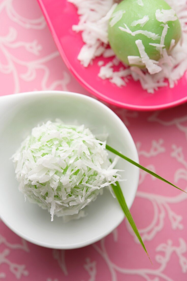 Klepon (staff to sticky rice balls with palm sugar, Indonesia)