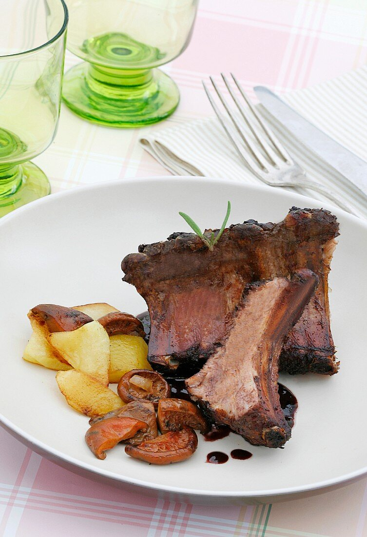 Pork ribs with red pine mushrooms
