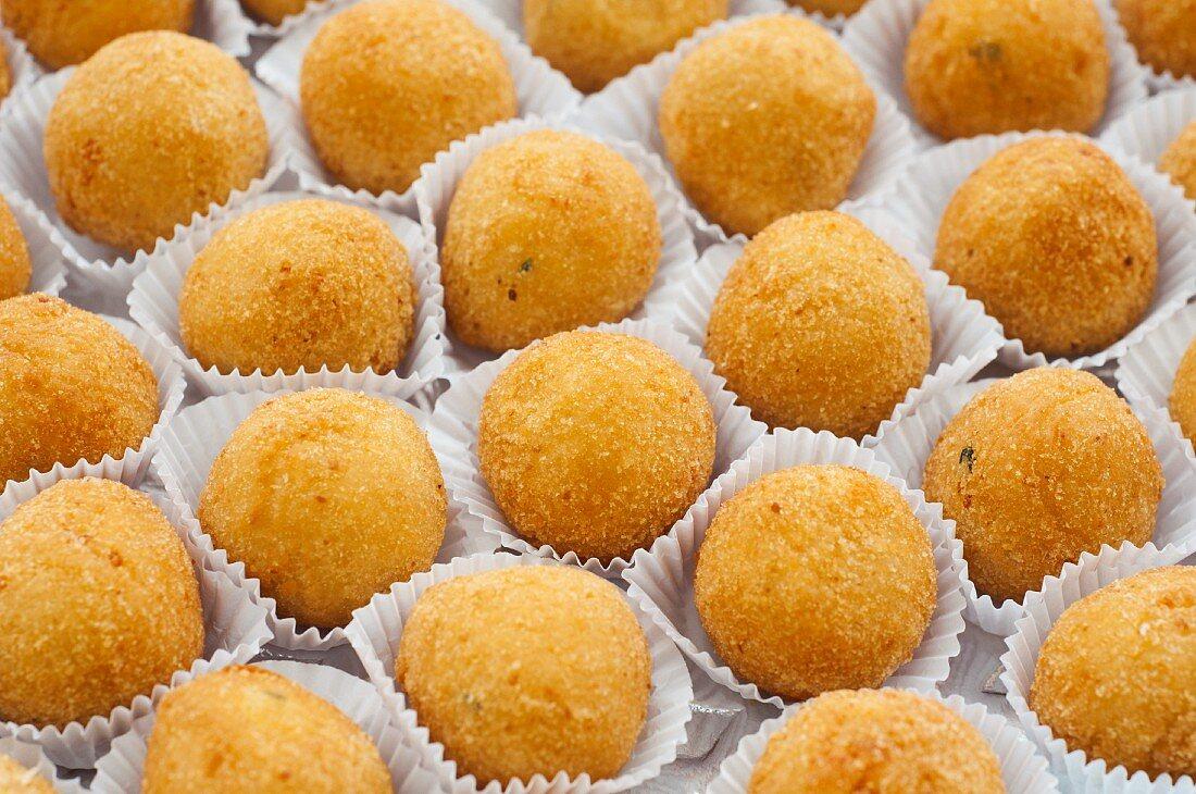 Bolinhas de Queijo (deep-fried cheese balls, Brazil)