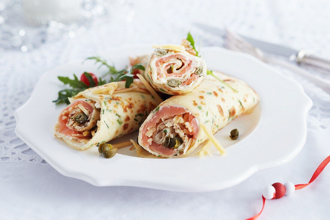 Crêpes filled with salmon, vegetables and capers