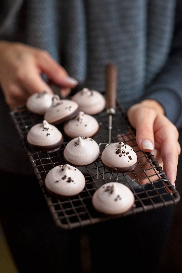 Gluten-free coffee meringues for Christmas