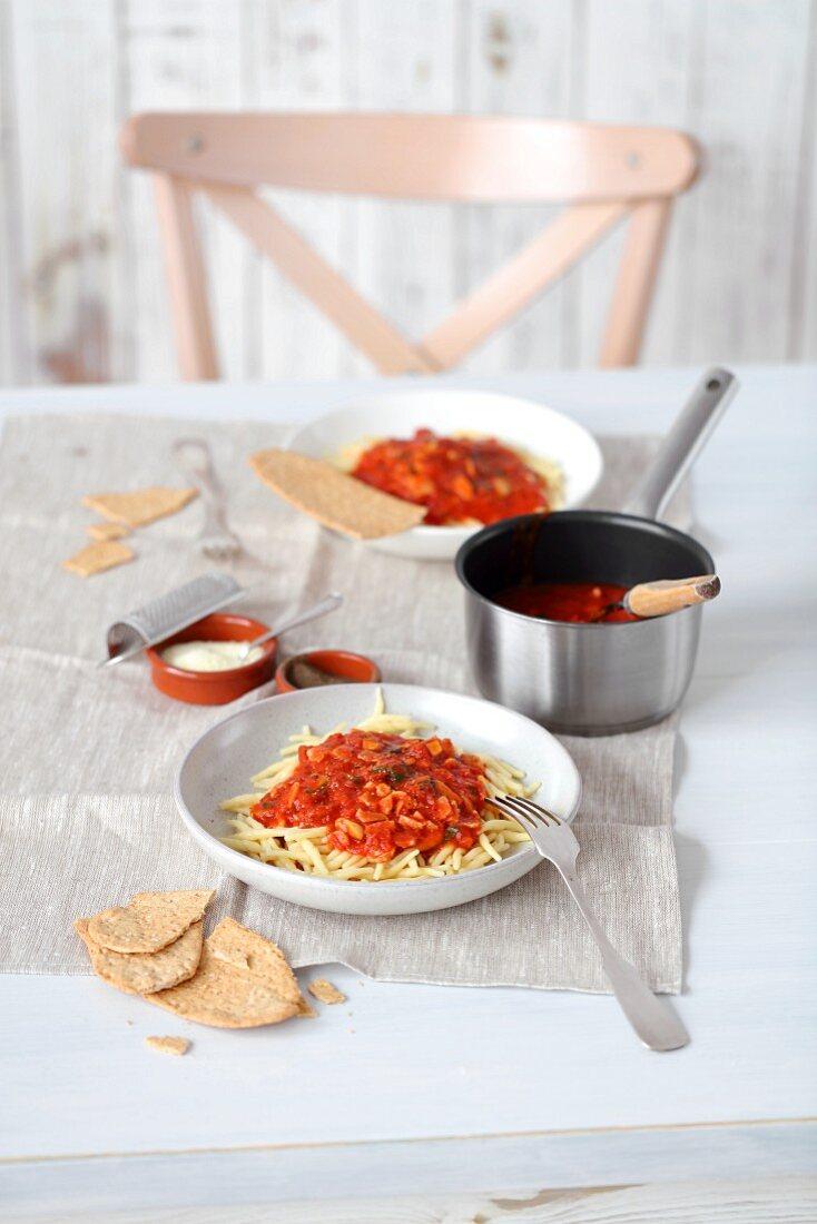 Pasta all'amatriciana (pasta, sieved tomatoes, bacon, garlic and Pecorino cheese)
