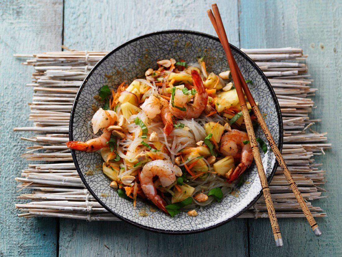 Thai glass noodle salad with prawns and moringa powder