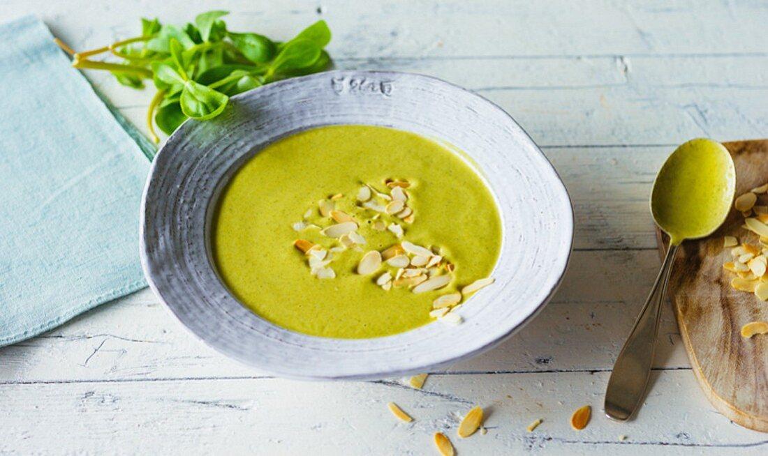 Portulak-Zucchini-Suppe mit Mandelmus