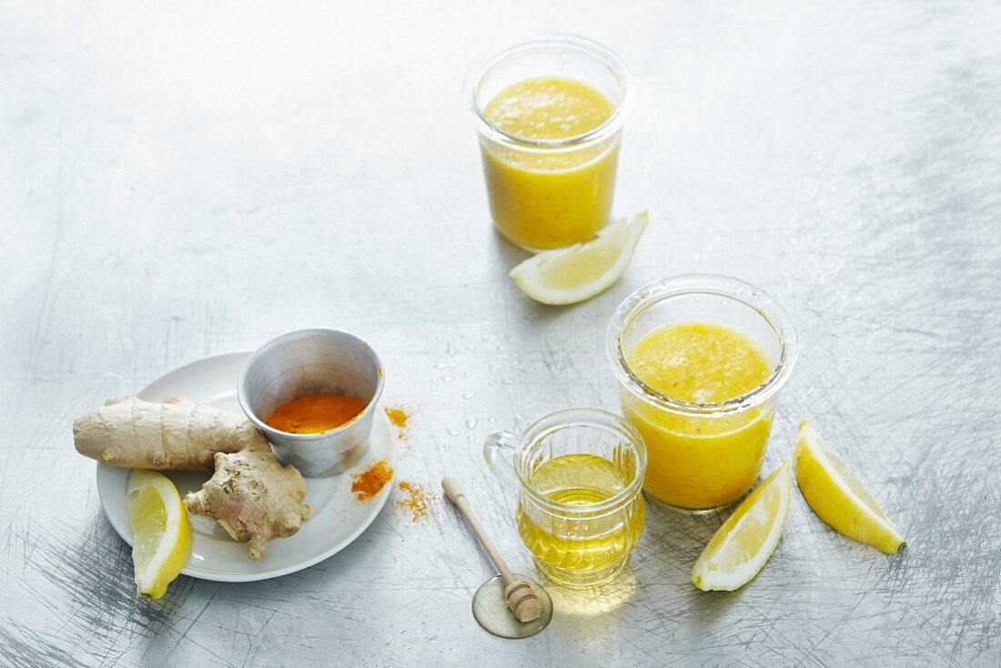 Orange and apple smoothies with honey, ginger and turmeric