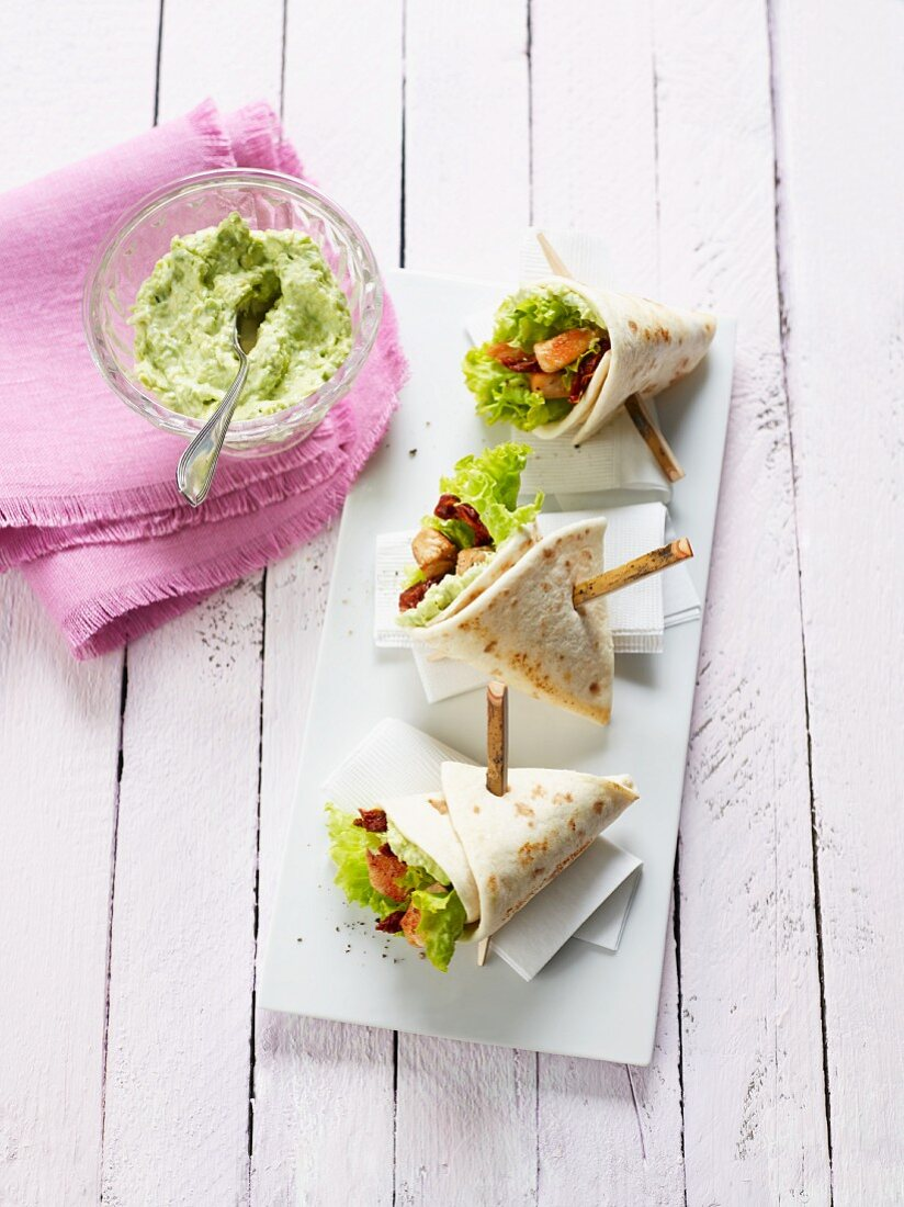 Mini burritos filled with chicken