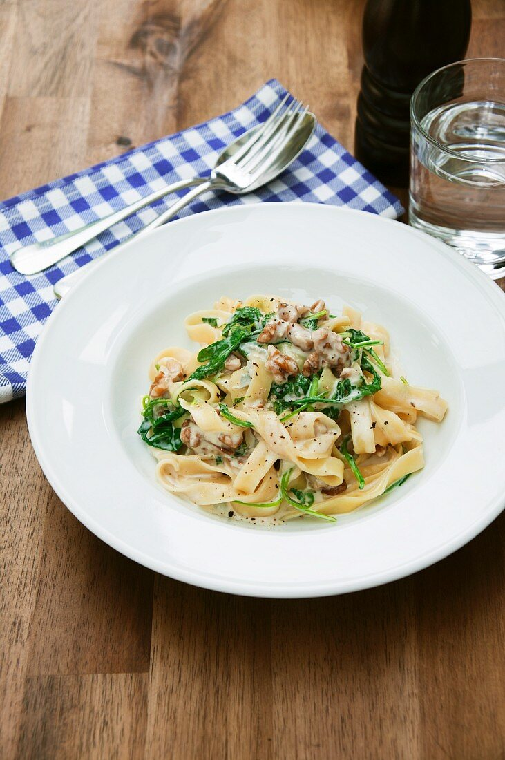 Tagliatelle with gorgonzola sauce and rocket