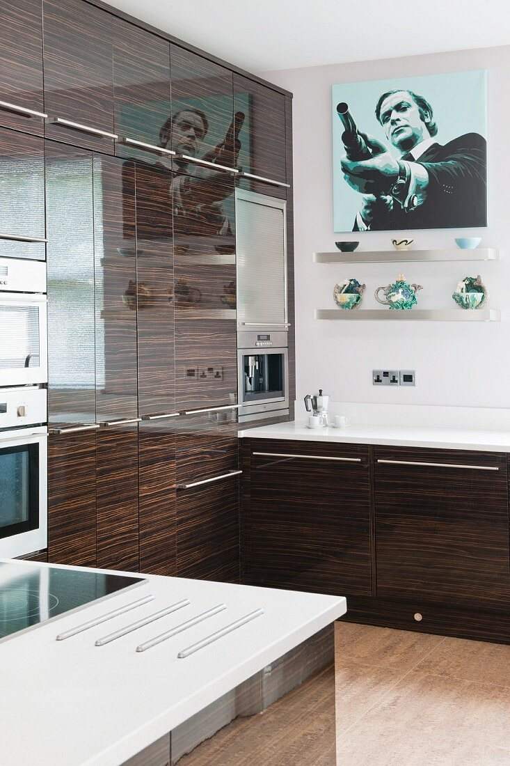 Shiny, fine wood fronts with a striped effect in a contemporary kitchen