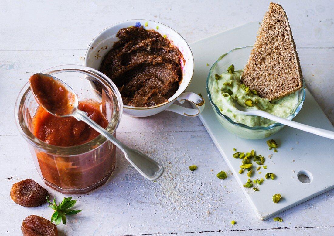 ADHD food: apricot jam, plum mousse and avocado cream