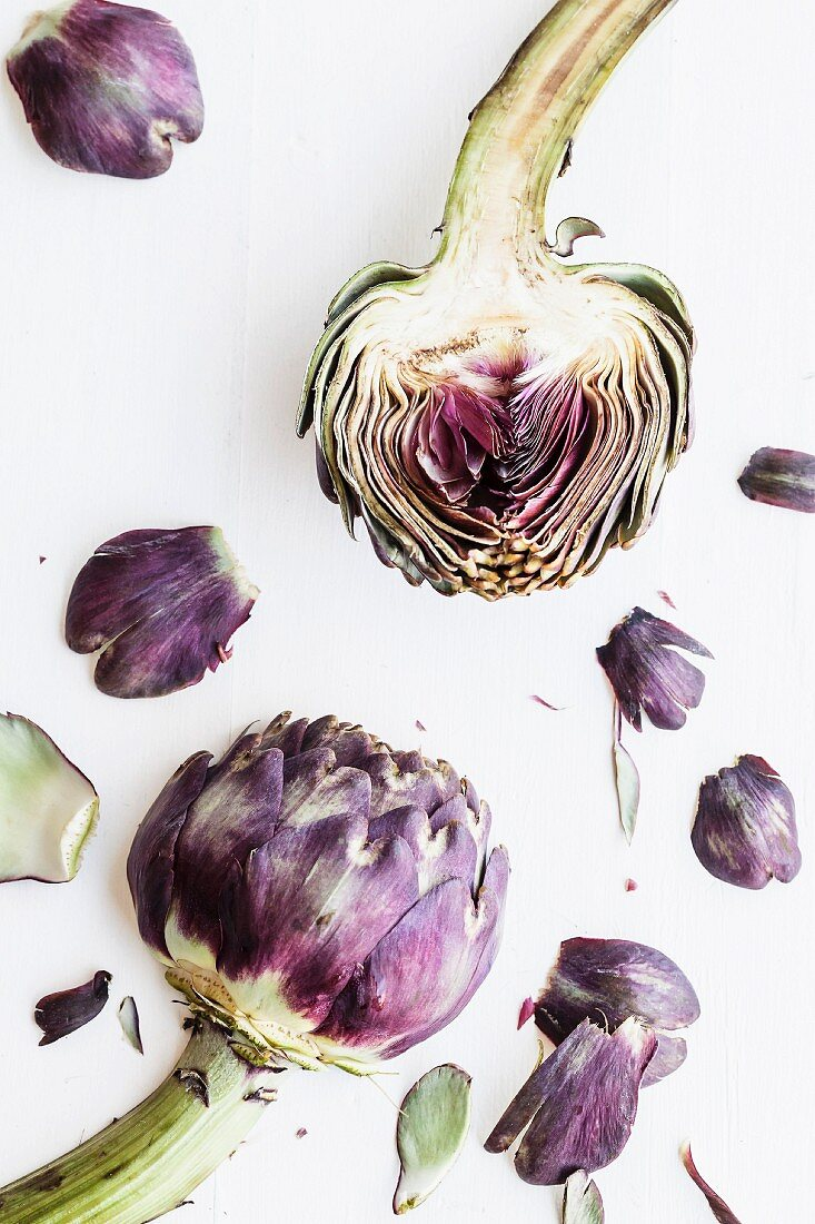Artichokes and individual artichoke leaves (seen from above)