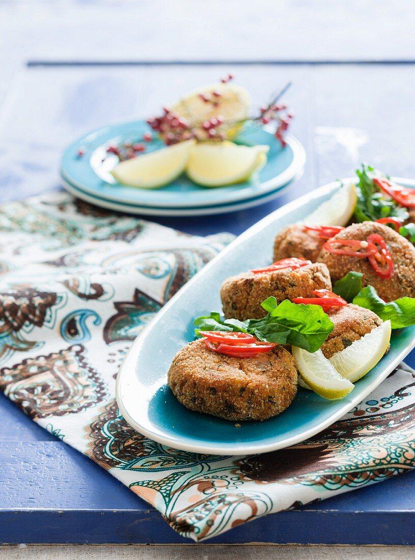 Salmon burgers with lemon