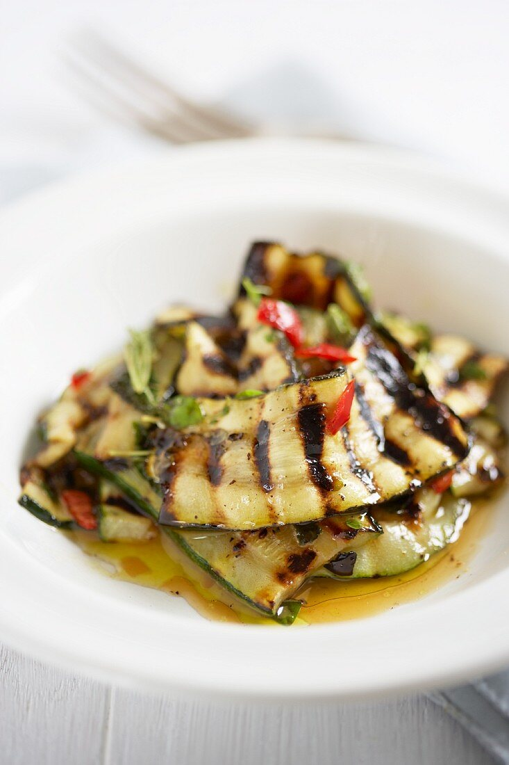 Marinated grilled courgettes with mint, olive oil and chillis