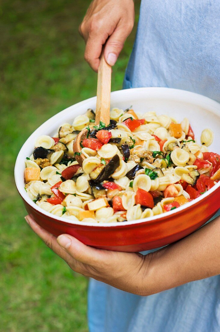 Pasta salad with aubergines and tomatoes