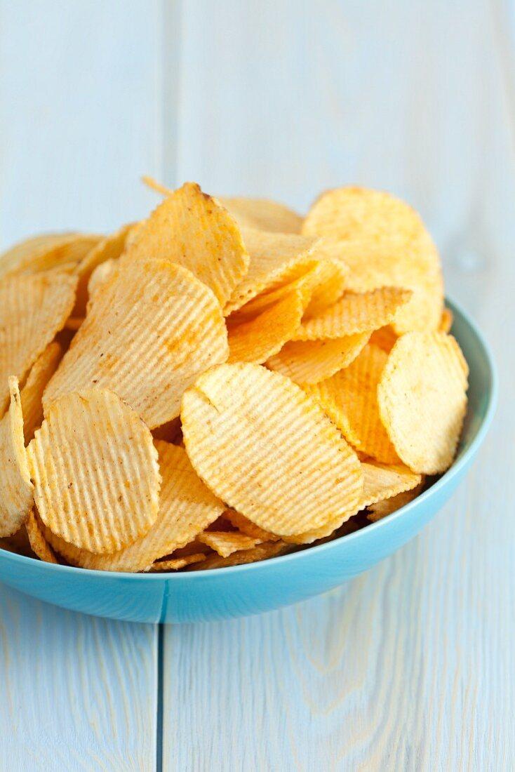 Potato crisps with paprika