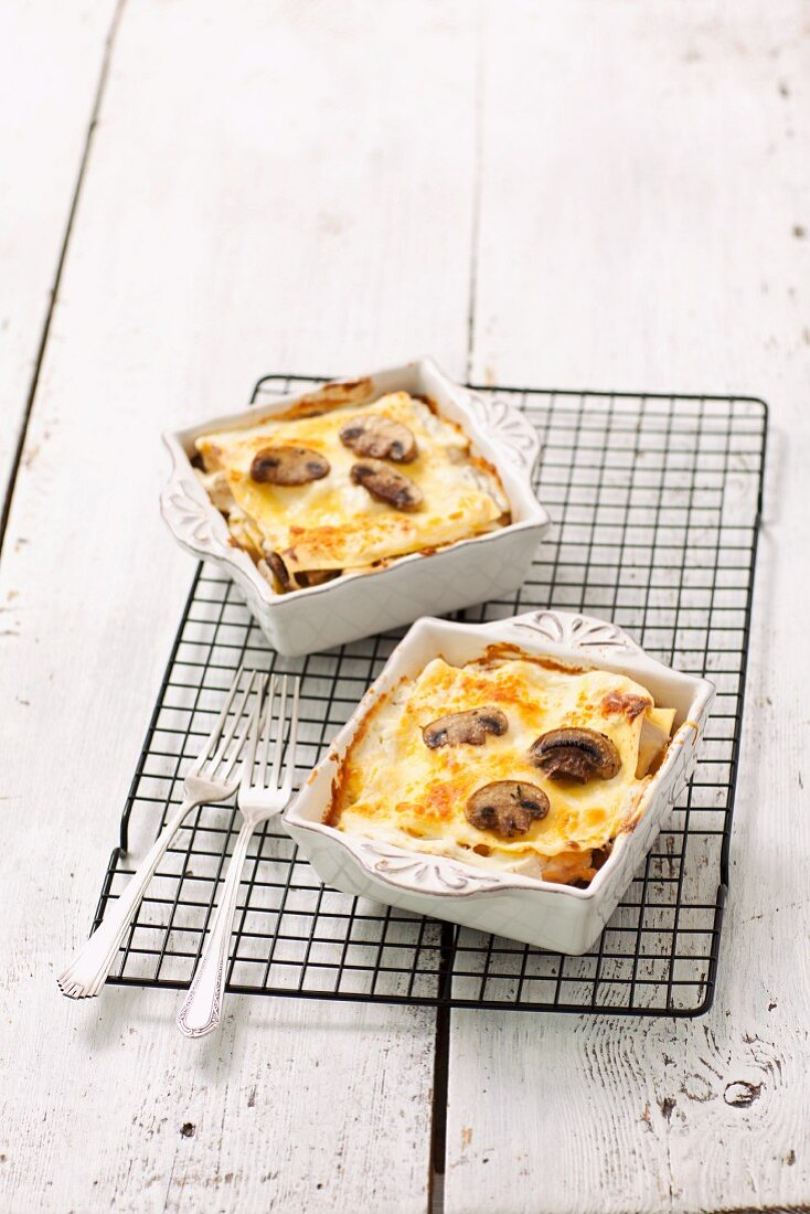 Mini lasagnes with mushrooms and Bechamel sauce