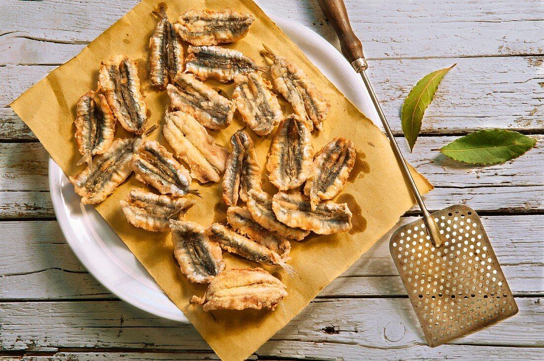 Acciughe fritte (Frittierte Sardellenfilets, Italien)