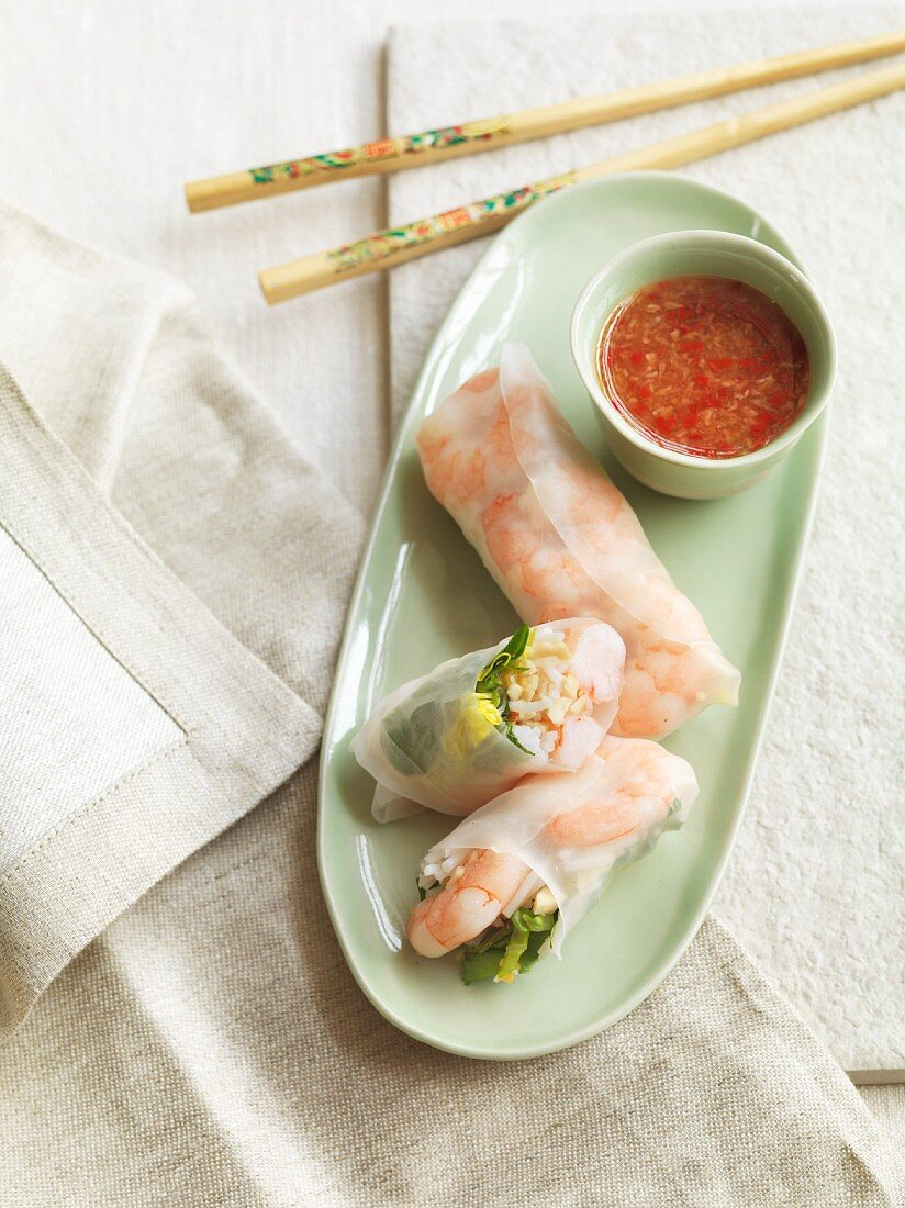Rice paper rolls with king prawns, peaches and Thai basil (Vietnam)