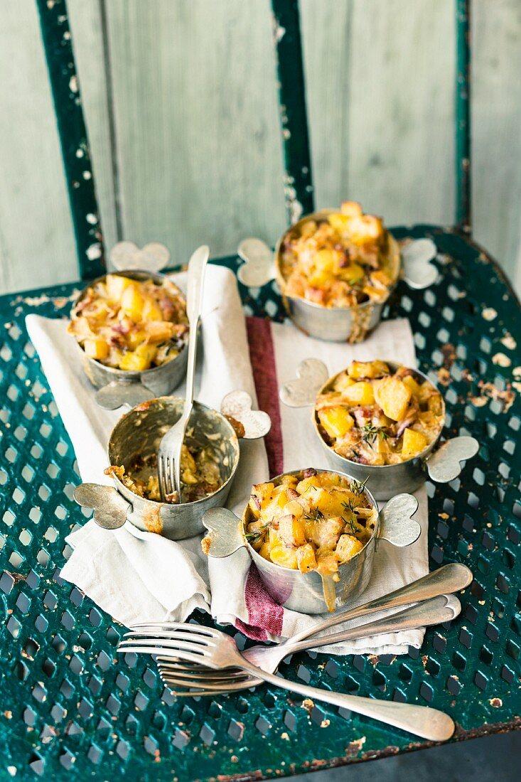 Nids de Tartiflette (potato nests with cheese)