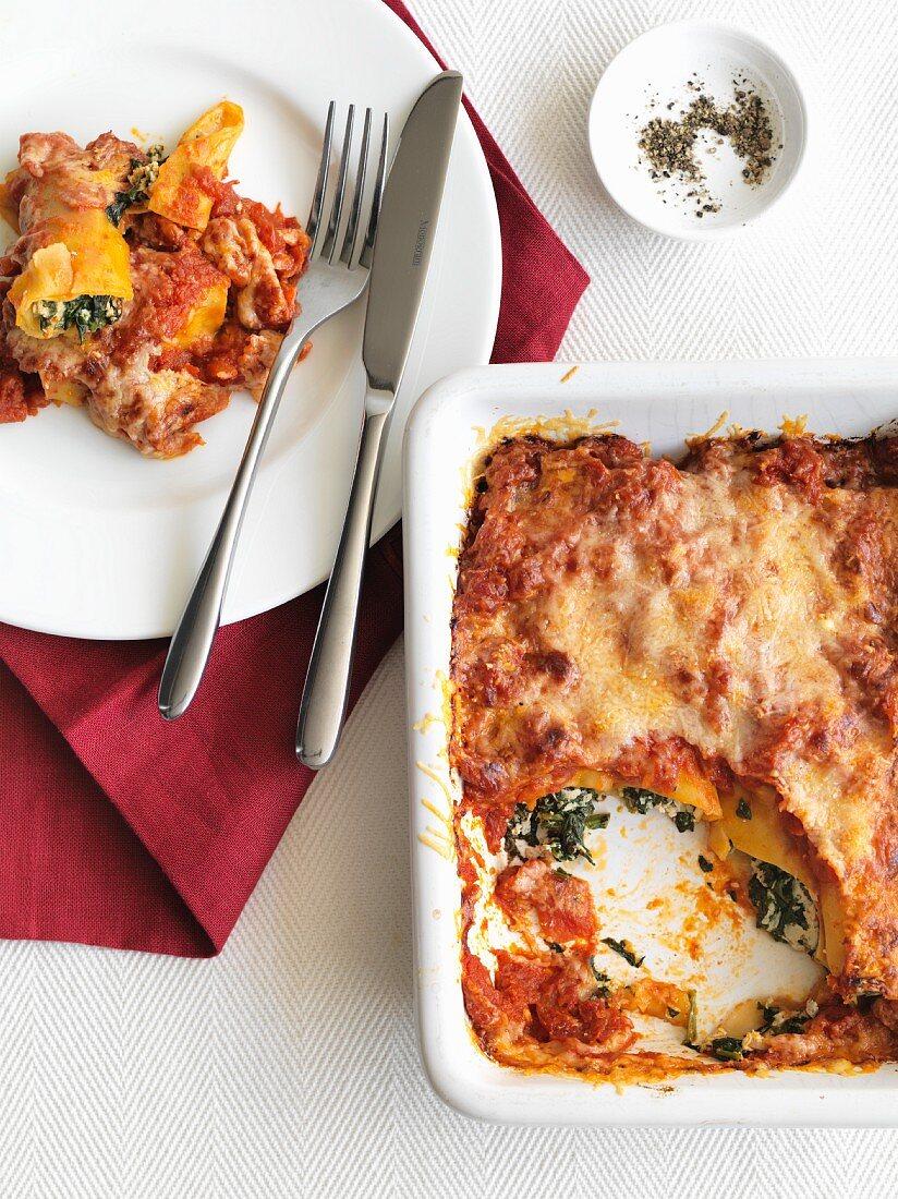 Cannelloni al forno (cannelloni with a spinach and ricotta filling, Italy)