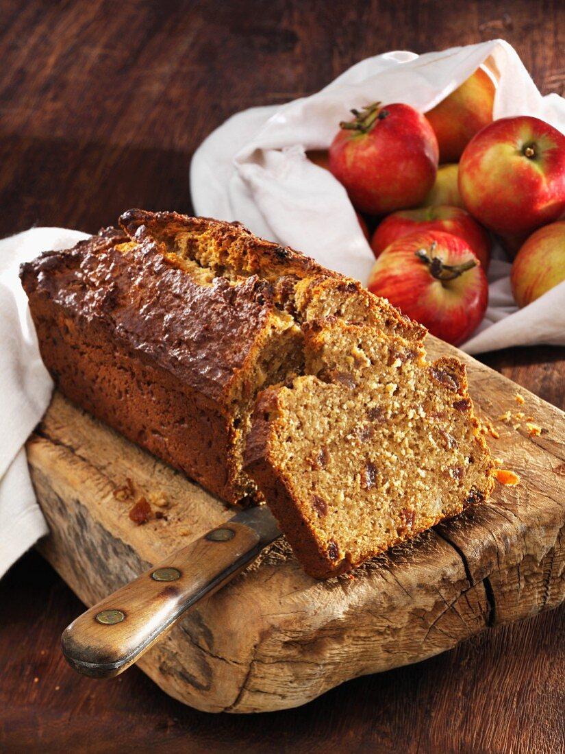 Apple bread made with spelt flour and raisins