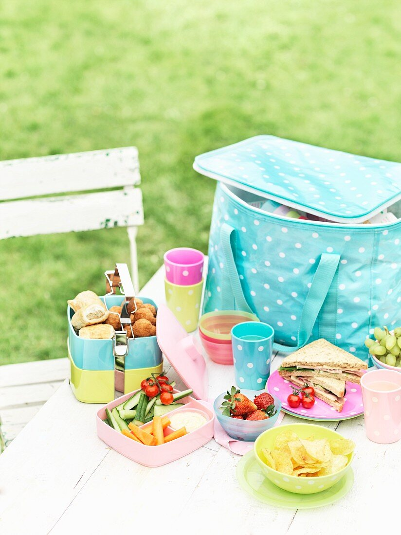 A picnic bag, utensils and snacks