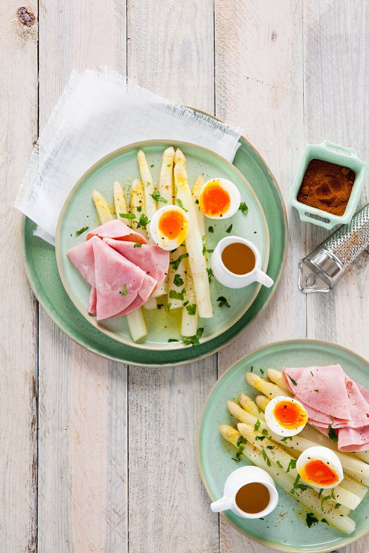 White asparagus with egg, ham and melted butter